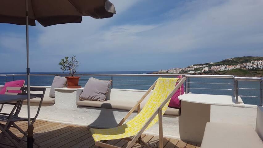 Magnifique terrasse ouverte sur la mer, calme !!