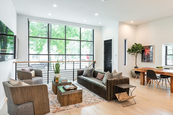 The Cortland In Logan Square 4BR/3BA w/Parking!