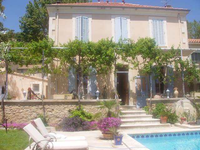 Gite de charme en Provence - Lamanon - Casa