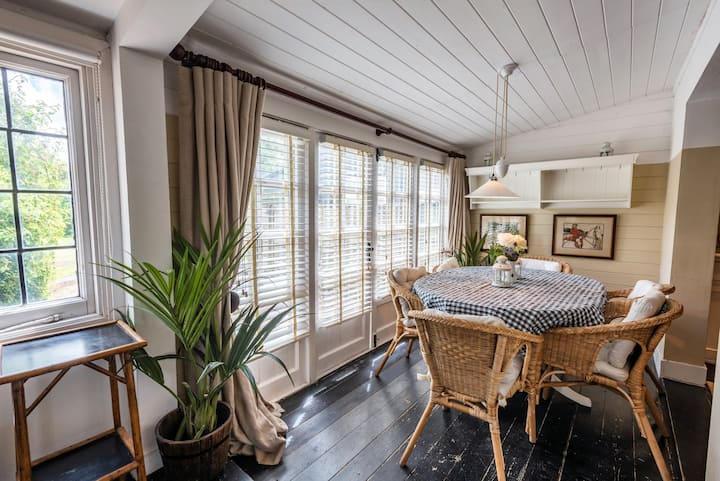 Chase Cottage / 3-bed home on Osea Island, Essex