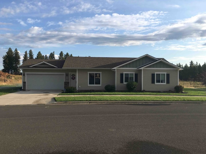 3 /2 home located 5 minutes from the Airport