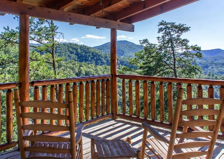Luxurious cabin with Hot Tub & incredible views