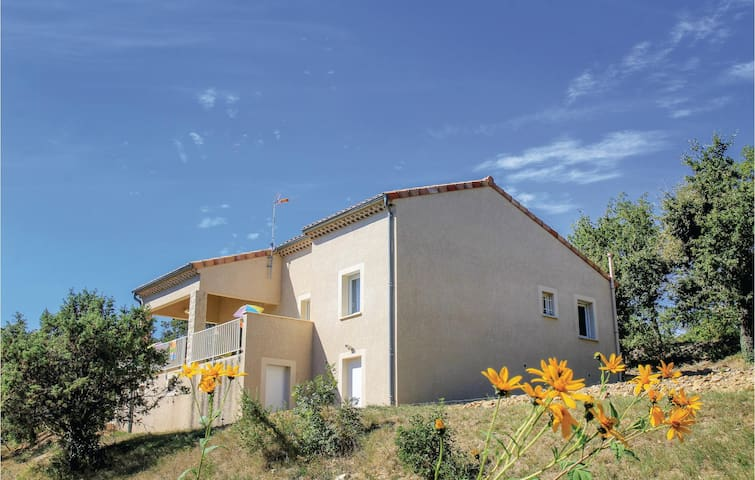 Holiday cottage with 2 bedrooms on 80m² in Rochecolombe