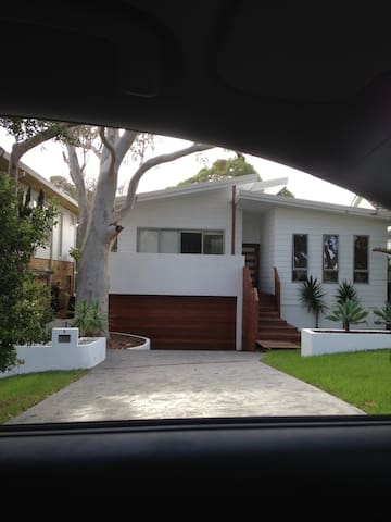 Modern 4 bed family home - Burraneer - Hus