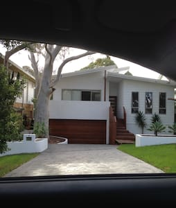 Modern 4 bed family home - Burraneer - Dom