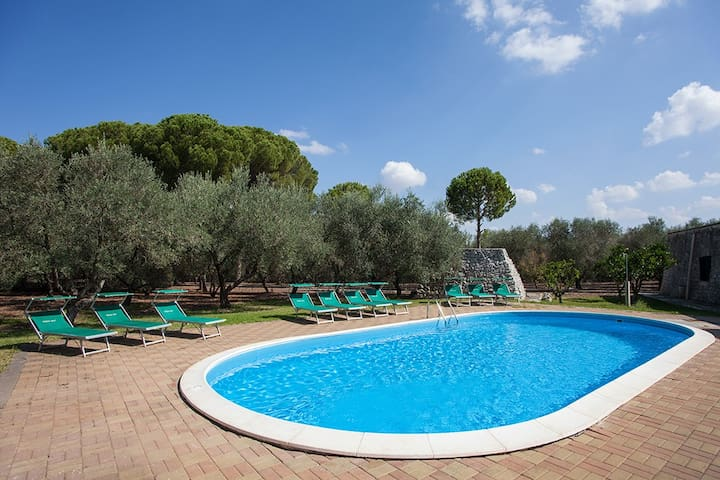 Villa with 7 Bedrooms & Private Swimming pool♨