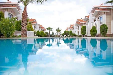 Belek'te Site İçerisinde  3+1 Tatil Villaları-2 - Belek - Villa