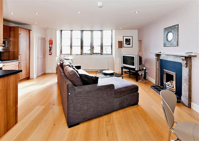 Contemporary Apartment 8 within historic building - Derbyshire - Bed & Breakfast