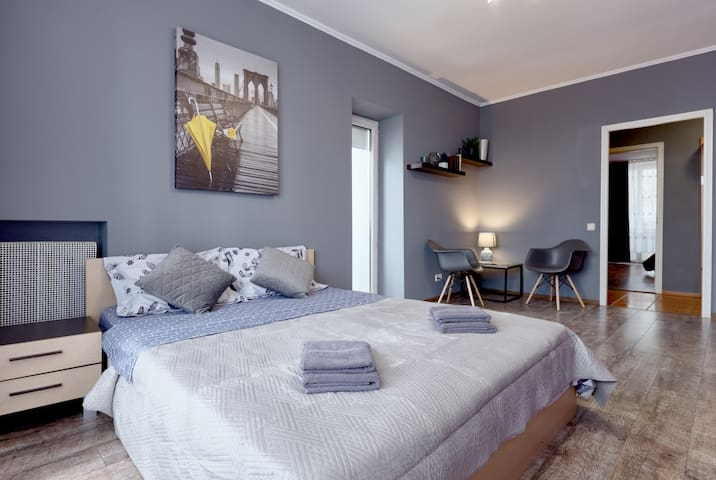 TWO LARGE BEDROOMS ★ OLYMPIC STADIUM ★ V80/18