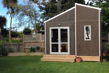 Private, Cosy Garden Cabin/Cottage, incl breakfast - Hamilton - Cabana