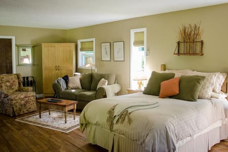 Wits End Retreat - Bed & Breakfast - Victoria