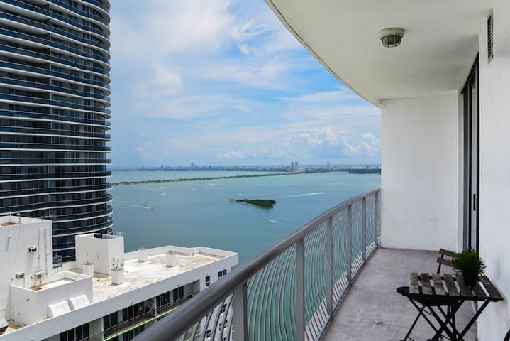 **Bay View-Fully equipped condo-TOP amenities **