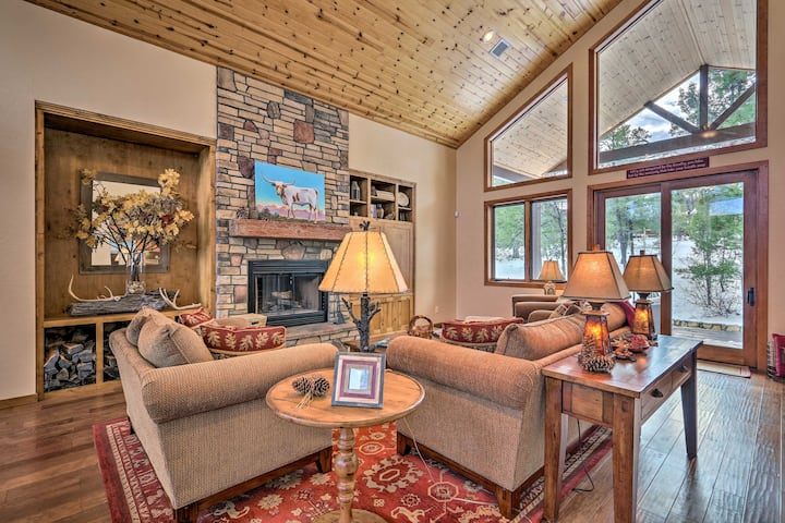 Show Low Luxury Cabin w/ Forest Views + Fire Pit!