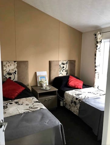 Twin Bedroom with Large Walk In Wardrobe
