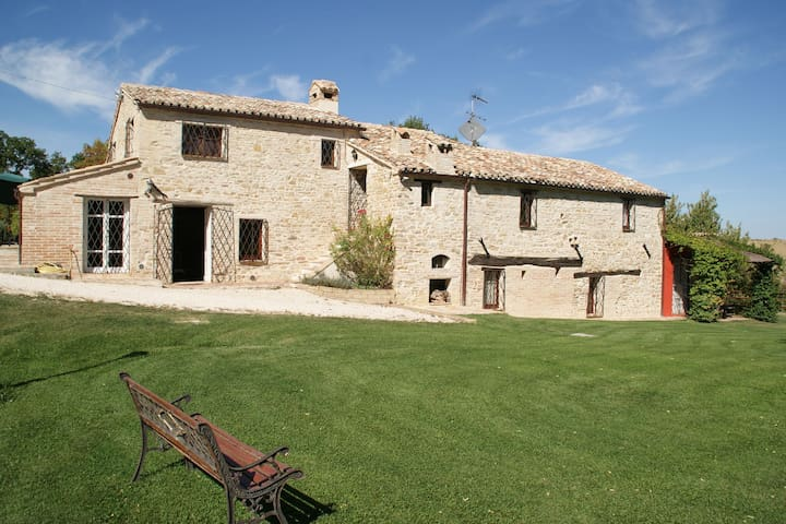 Charming villa from the 16th century with private pool and large garden in the beautiful nature