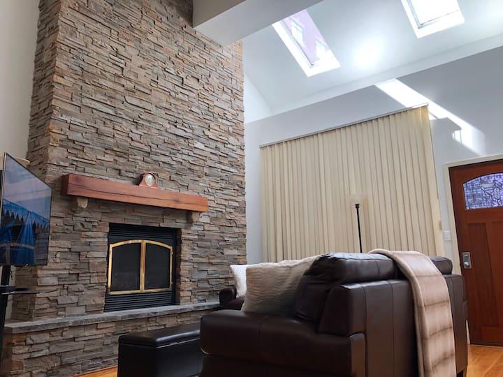 Full loft-style apartment near Omni