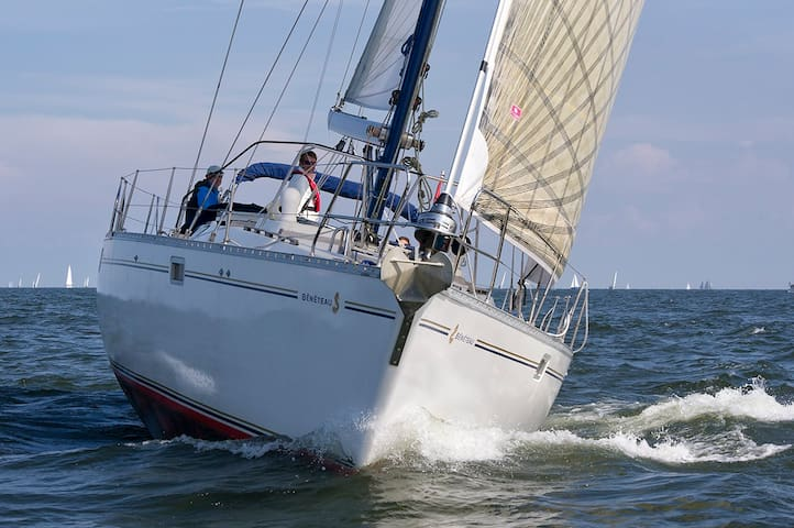 Formula 1 @ Zandvoort? Stay on our sailing yacht
