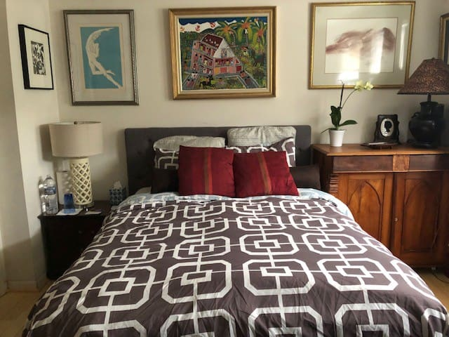 Master Bedroom/Office with pvt bathroom in DC