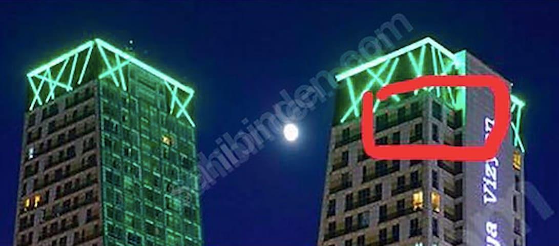 Super Luxury Skyscraper Residence for Long Term