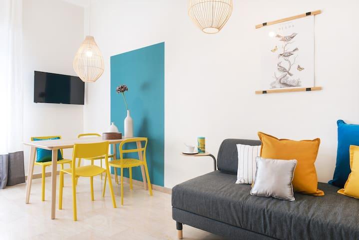 Garibaldi-Isola. Cheerful apartment