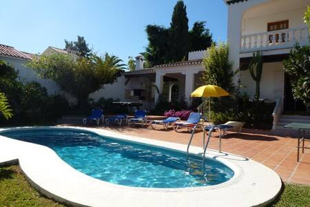 3 bedrooms villa with pool, A/C and Free Wifi. - Nerja - Villa