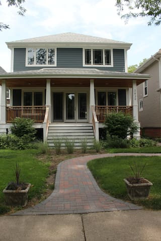 Old Irving Bungalow 2.0: Respite in the City - Chicago - Huis