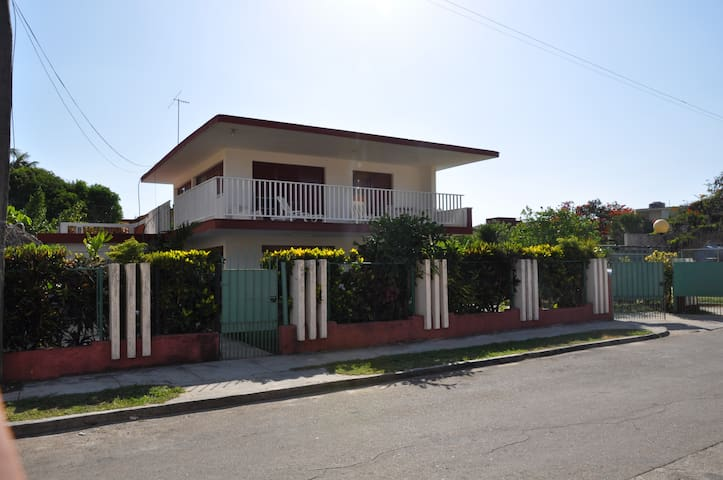 Modern house just two steps from the beach - Varadero - House