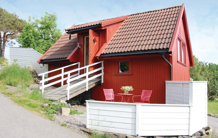 Holiday cottage with 1 bedroom on 30m² in Flekkerøy