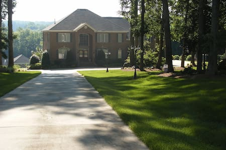 Lakefront gated estate with pool - Zebulon