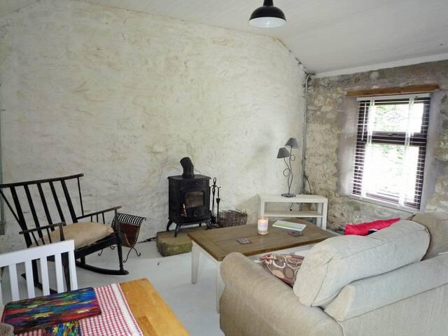 Dollys Cottage (W32397)
