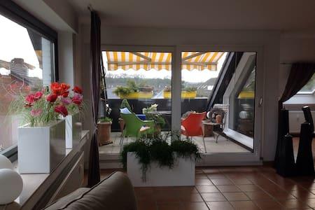 Moderne offene Dachgeschosswohnung! - Huoneisto