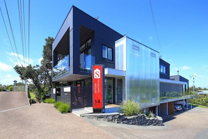 Waiheke Island. Large modern 1 bedroom apartment.