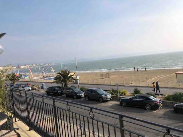 4 The Beaches  Sea View and Balcony 1st Floor Flat