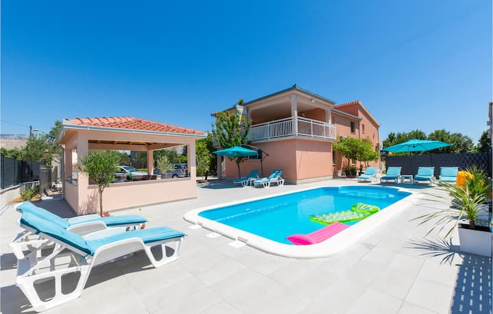 Nice home in Kastel Novi with WiFi and 3 Bedrooms