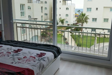 The sunny appartment (2 bedroom) - Gaziveren - Apartment
