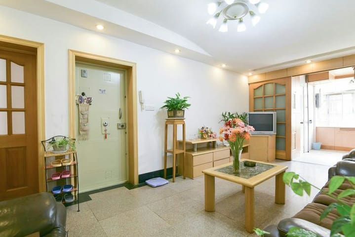 Decent 2BR flat next to Train Station - Kunming - Apartmen