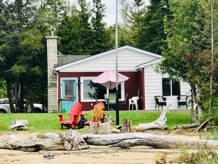 Oliphant Cottage-Private BEACH /LAKEFRONT Paradise