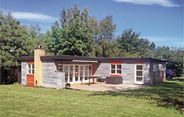 Holiday cottage with 3 bedrooms on 93m² in Gilleleje