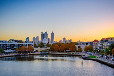 Riverside CBD, Stroll to East Perth Cove & City - East Perth - Huoneisto