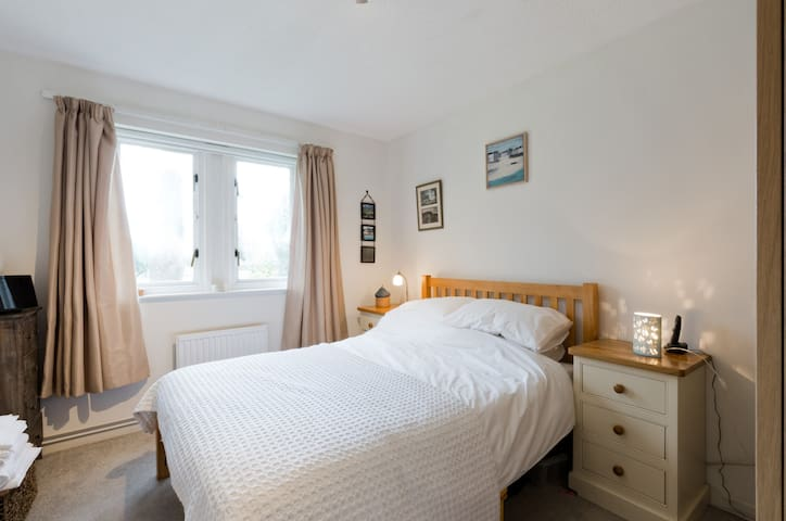 Teddington 2 bed flat in brilliant location