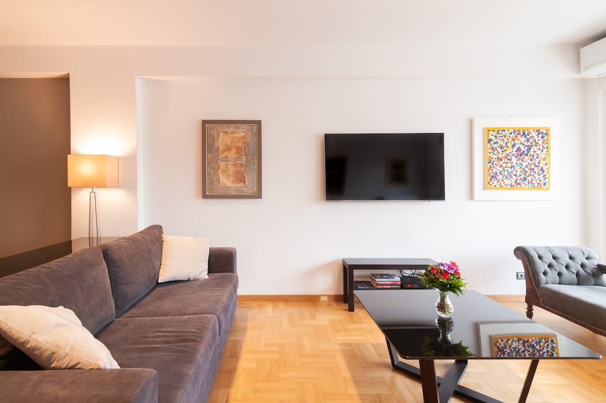 Beautiful Spacious Luxury Apartment in Prime Central Pagrati