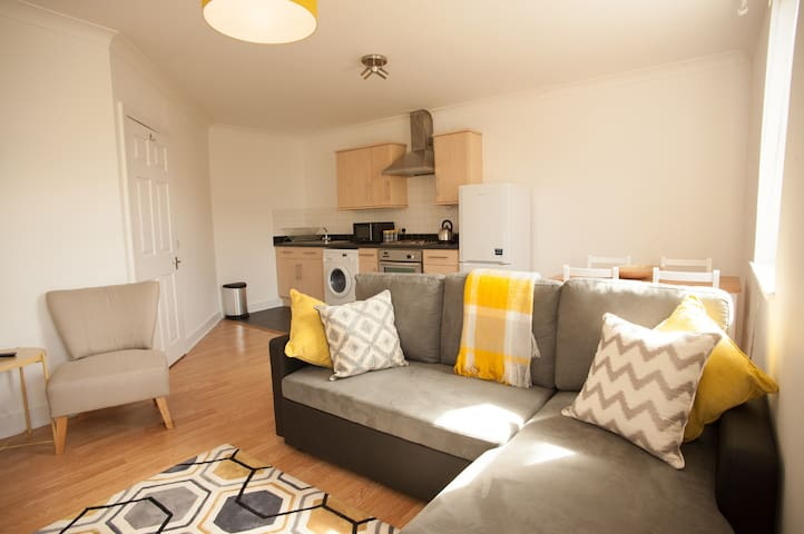 Central 2 Bedroom Apartment with Parking - Southampton - Lägenhet