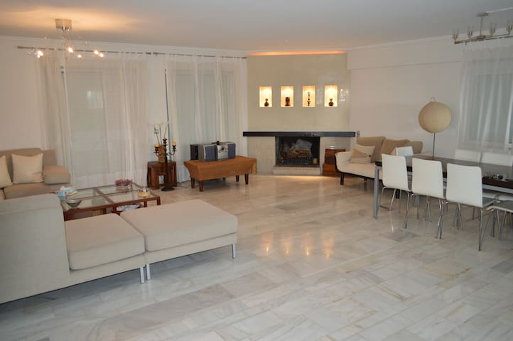 3Bed/Wc Apartment 5'Walk to Beach - Vouliagmeni - Rumah