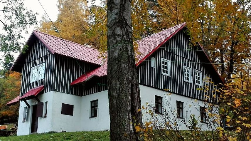 Spacious house in mountains (minimum 4 persons). - Vítkovice - Huis