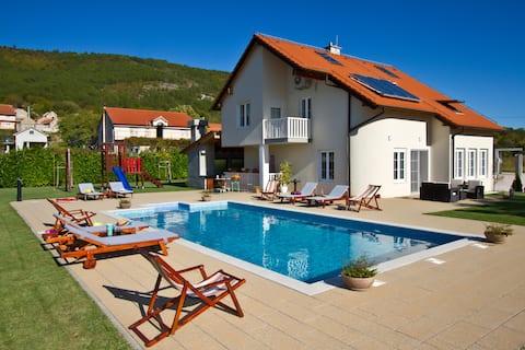 NEW  Beautiful modern style Villa Antonia