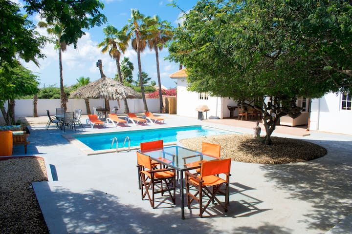 Stunning villa, sleeps 8, Pool & lots of Privacy