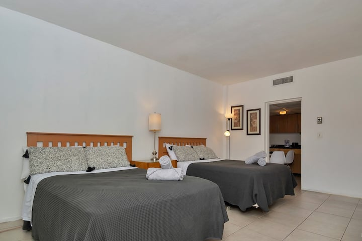 Special Offer! LOVELY STUDIO/BATH, Hallandale Beach, FREE PARKING, SANITIZED, BEACHES AND POOL OPEN!