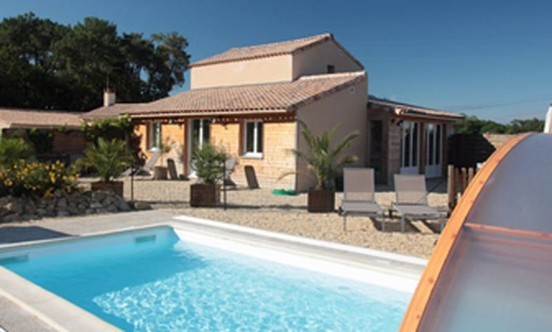 Property with swimming-pool