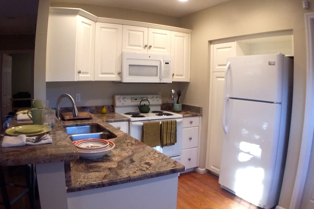 Updated Kitchen with new appliances and beautiful granite countertops. Fully equipped to prepare your own meals, reheat the left overs from the incredible restaurants in Gulfport, or prepare drinks and snacks.