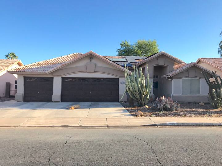 Awesome private bed + bath in Gilbert with pool!